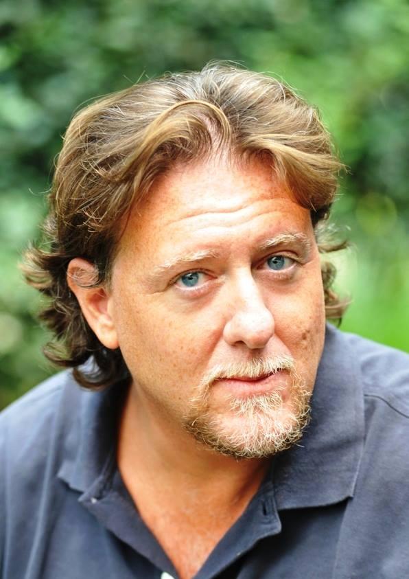 Oggi su Contorni di noir, intervistiamo Gianluca Arrighi, scrittore del romanzo Vincolo di sangue, in libreria dal 14 febbraio 2012 per Baldini&Castoldi. - 946736_10200857910913601_104113621_n1